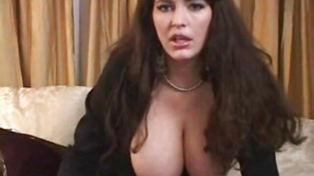 XXX nessuna registrazione  Lesbiche cazzo video divertenti erotici su una sedia.